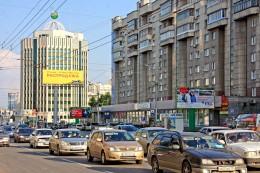 В Новосибирске продолжают демонтировать рекламные щиты