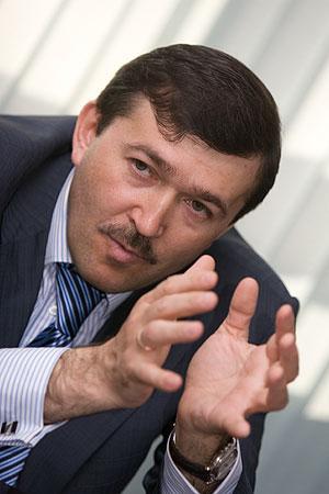 Андрей Добров купил у себя банк
