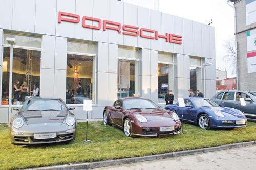 Освободившийся салон Lexus на Ипподромской позволил ГК «СЛК-Моторс» безболезненно найти для Porsche новую подходящую площадку после того