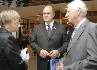 24-25 сентября в Томске состоялся форум, посвященный инновациям. В отличии от аналогичных мероприятий в других городах Сибири в этом году, Томский форум отличился большим количеством высокопоставленных гостей