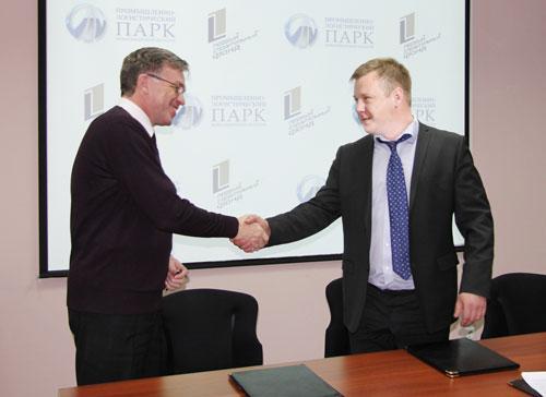 Генеральный директор УК «Промышленно-логистический парк Новосибирской области» Виктор Балала (слева)
