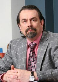 Один из крупнейших авторитейлеров Алтая - ГК «РЕАЛ Моторс» - решил в условиях падения авторынка заморозить проект Opel в Барнауле. На фото - соучредитель ГК «РЕАЛ Моторс» и ГК «У-Сервис+»