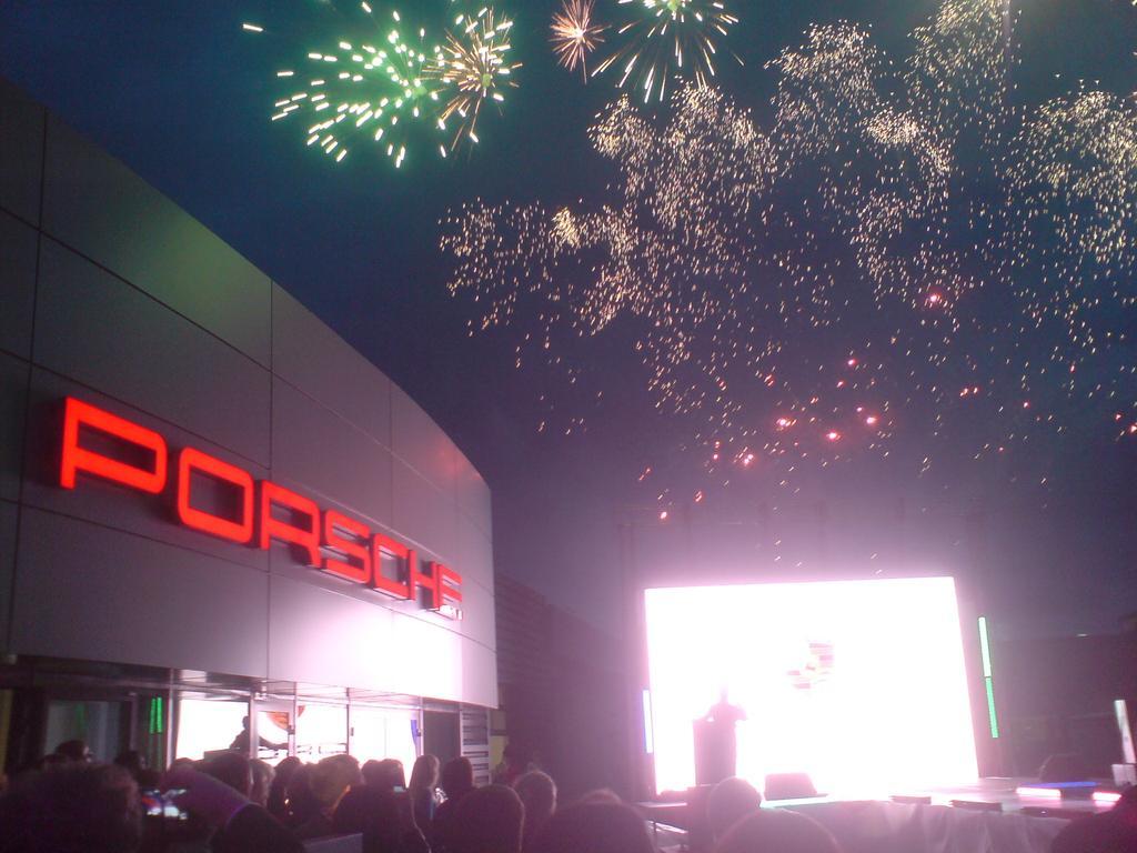 Крупнейший восточносибирский авторитейлер - «Первая Автоколонна» - в пятницу торжественно запустил в Иркутске дилерский центр Porsche (на фото)