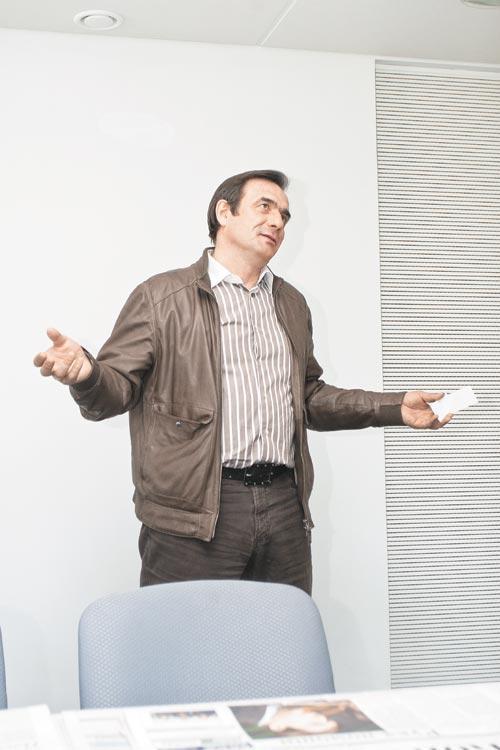 Руководитель ГК ПТК-30 Владимир Коновалов инициировал совещание с просьбой отозвать иск министерства строительства и ЖКХ Новосибирской области и отметил, что старается сделать все, чтобы дольщики вселились в свои квартиры