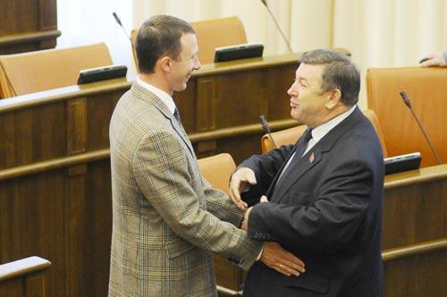 Сергей Пономаренко и Петр Медведев в красноярском Заксобрании в августе 2011 года. Фото newslab.ru