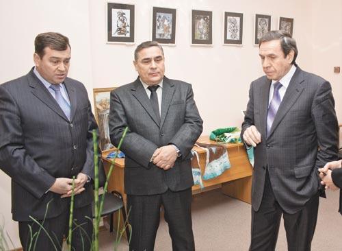 Благодаря инициативе мэра Новосибирска Владимира Городецкого (на фото справа), административную структуру города ждут крупные перемены