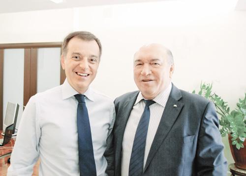 На фото — генеральный директор Владимир Донщук (слева) и председатель Совета директоров банка Владимир Женов