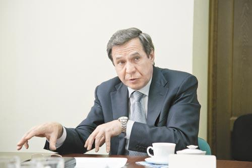 На встрече с редакцией «КС» мэр Новосибирска Владимир Городецкий дал понять, что намерен энергично двигаться навстречу любым вызовам времени во главе городского самоуправления