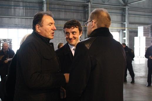 Эдуард Таран (в центре) сообщил