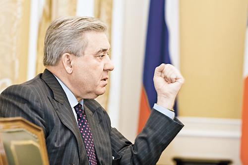 На протяжении 20 лет авторитет политического «тяжеловеса», губернатора Омской области Леонида Полежаева позволял ему неоднократно решать судьбы многочисленных мэров Омска