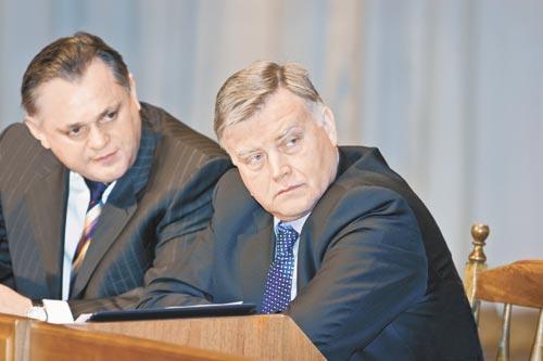 Александр Целько (на фото слева) оставил должность, утратившую былое влияние на фоне централизации железнодорожной  отрасли, чтобы вернуться в центр принятия решений