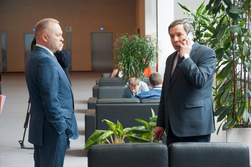 На фотографии: Владимир Знатков и Владимир Городецкий непосредственно в момент получения известия об отмене регистрации