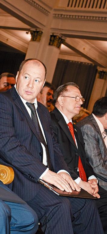 Александр Морозов уступил кресло Сергею Титкову