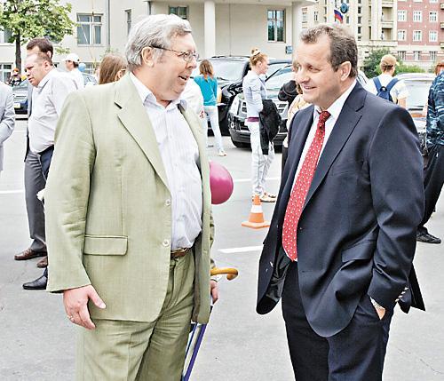 На фото - председатель совета директоров «СТС-Автомобилей» Андрей Бец (справа) и генеральный директор «СТС-Автомобили» Виктор Борицкий (слева)