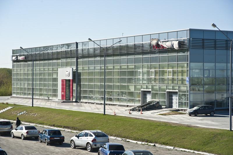 Дилерский центр Nissan в Новосибирске группы компаний «СЛК-Моторс»