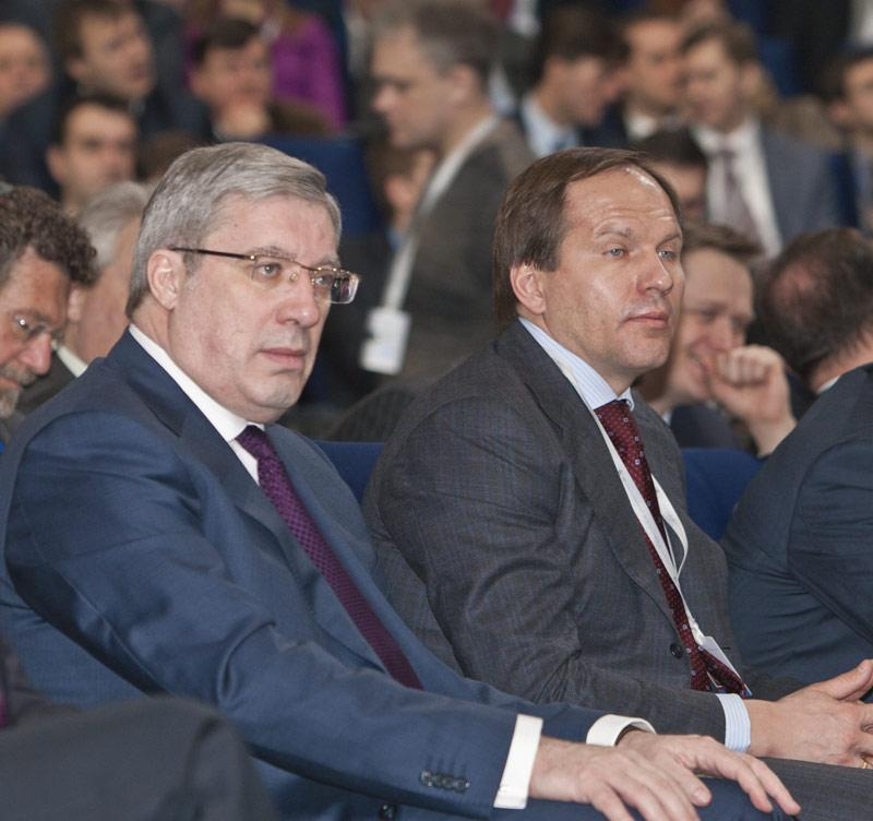 Действующий губернатор Красноярского края Лев Кузнецов (справа) и полномочный представитель президента в СФО Виктор Толоконский