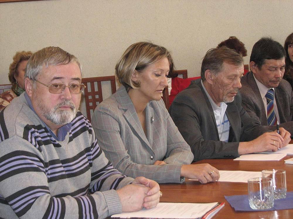 Анатолий Панцевич (фото слева) поверил в перспективы американских марок Chrysler и Jeep в Иркутске.