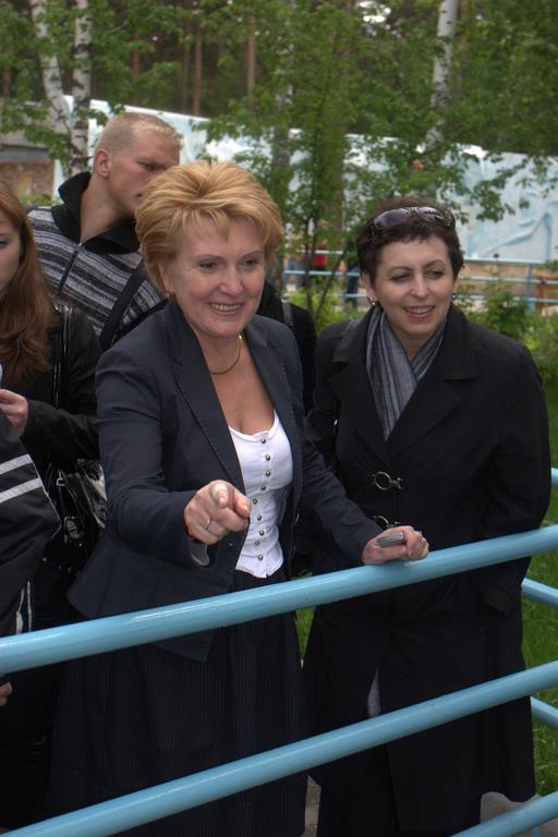 Надежда Болтенко (на фото вторая справа) не определилась с предпочтениями