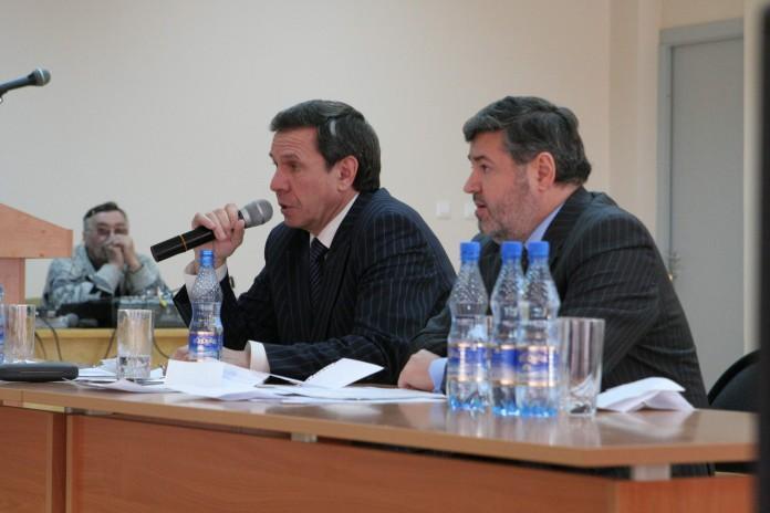 Николай Терехов (на фото справа)