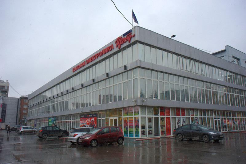 Действующее здание ЦУМа было возведено в 2001 году после сильного пожара