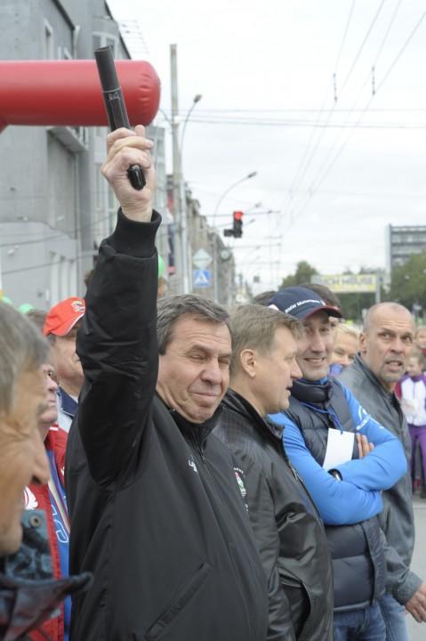 Владимир Городецкий (на фото с ракетницей) не уточнил