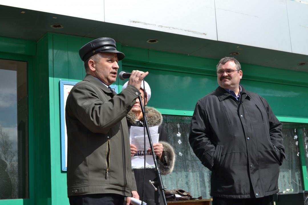 Свой прерванный карьерный путь Игорь Попов (на фото справа) попробует начать сначала / фото: gorodob.ru
