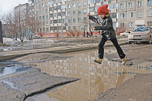 В ремонте дворовых территорий новосибирские подрядчики видят выгодный крупный заказ, а «единороссы» — пропагандистский лозунг на грядущих выборах в Госдуму