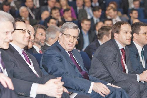 Глава Красноярска Эдхам Акбулатов (на фото слева) заявил о готовности возглавить список «Единой России» на выборах в городской Совет