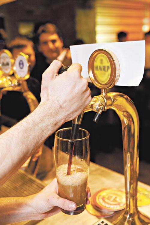По мнению директора ЦИФРРА Вадима Дробиза, большая часть разливного пива нелегальна, на его долю приходится 10% всего российского рынка