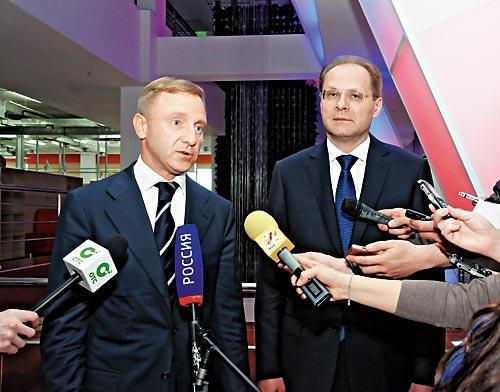 Министр образования и науки РФ Дмитрий Ливанов (слева), губернатор НСО Василий Юрченко (справа)