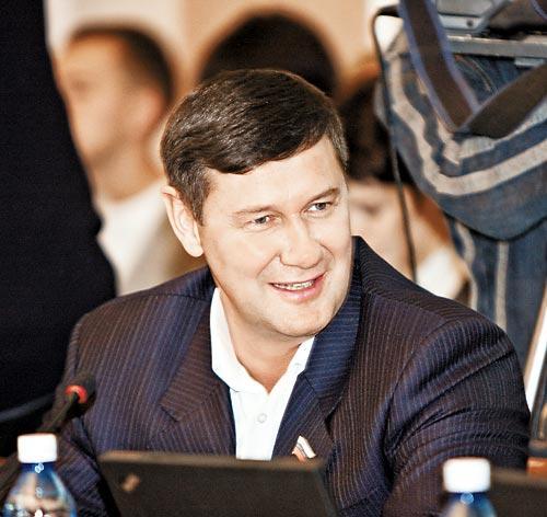 Председатель комиссии по научно-производственному развитию и предпринимательству Игорь Салов
