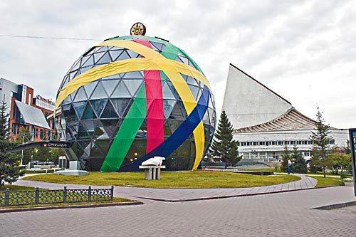 Насколько нужна Новосибирску масштабная «Интерра» осенью, будет решать губернатор Василий Юрченко