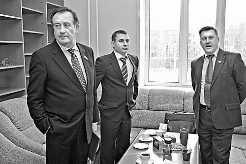Результаты муниципальных выборов устроили и «единоросса» Ивана Мороза (слева), и «жириновца» Вячеслава Смагина, и коммуниста Анатолия Локтя (справа)