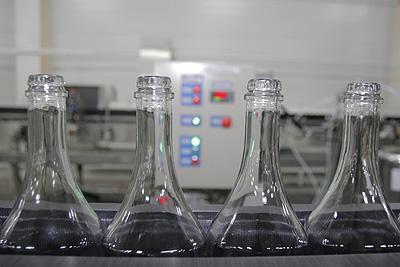 На начальном этапе новый владелец «Минала» планирует выпускать 250-300 тыс. бутылок продукции в месяц