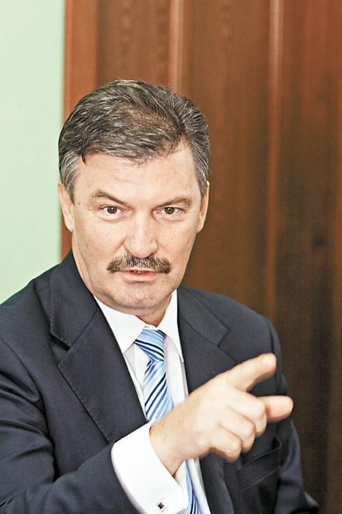 Депутат Сергей Титков (на фото) не видит проблемы в том, кто должен утверждать размер субсидий районам и городам региона – правительство или ЗС НСО.