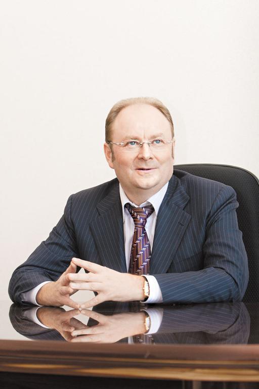 «Транскредитбанк» оказался ценен для ВТБ не только клиентской базой, но и кадровым составом. Олег Павликов, долгие годы возглавлявший филиал ТрансКредитБанка на территории одной их крупнейших железных дорог страны, в этом году продолжил свою работу в новом качестве – руководителем Новосибирского филиала банка ВТБ
