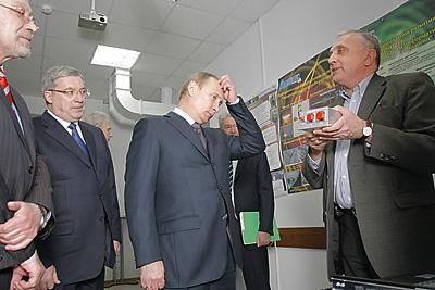 Первым делом Владимир Путин отправился в Академгородок