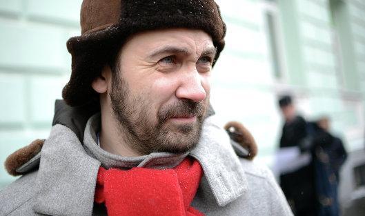 Илья Пономарев: «Власти собрались под новый год, выпили, сели вместе: вот и у них возник единый кандидат. Почему этот, почему не другой?  Мы не знаем его программы, не знаем, что он будет делать, не знаем, куда он поведет все городское хозяйство. А как работает сфера ЖКХ нам прекрасно известно».