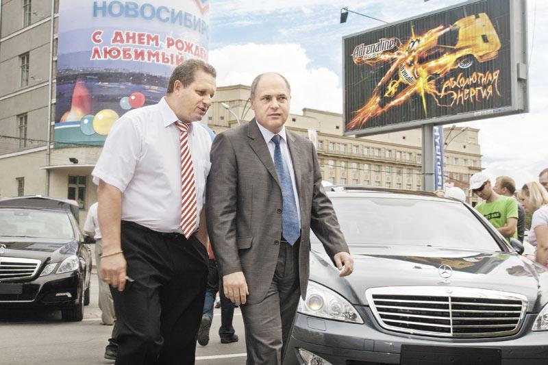 Падение авторынка Сибири, наметившееся с ноября 2012 года, в условиях негибкости дистрибьюторов, жесткой политики банков делают автобизнес невыгодным в долгосрочном периоде. На этом фоне премиум-сегмент растет, а Mercedes-Benz удалось занять в нем первую строчку.