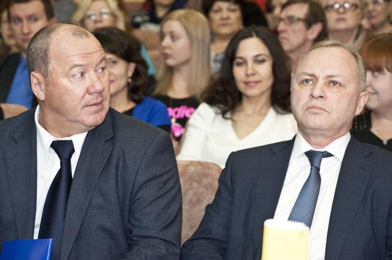 На фото: Секретарь Новосибирского регионального отделения партии «Единая Россия» Александр Морозов (слева) и и.о. мэра Новосибирска Владимир Знатков