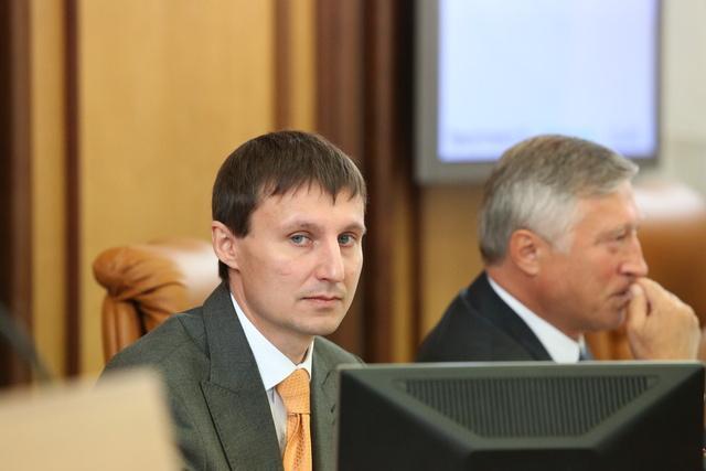Вице-спикер Горсовета, представитель ГП Александр Глисков успокоил общественность что речь не идет о массовом демарше.