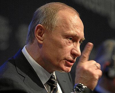 Осуществленное Владимиром Путиным присоединение Крыма к России имеет не столько политические, сколько экономические последствия для национальной экономики. Однако пока можно утверждать, что все меры, которые используются США и ЕС, больше играют на формирование негативных ожиданий, нежели реально несут угрозу