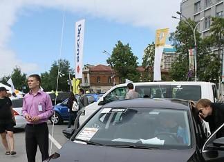В День города, 26 июня, на площади Свердлова состоялась четвертая автомобильная выставка Сибирской Ассоциации Автомобильных Дилеров (СААД).