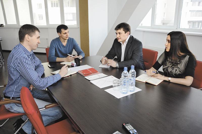 По мнению руководителя сибирского представительства CTI Станислава Титова (на фото второй слева) госсектор критически важен для рынка системной интеграции, особенно для региональных игроков. Однако далеко не всегда этот сегмент рынка отличает прозрачность.