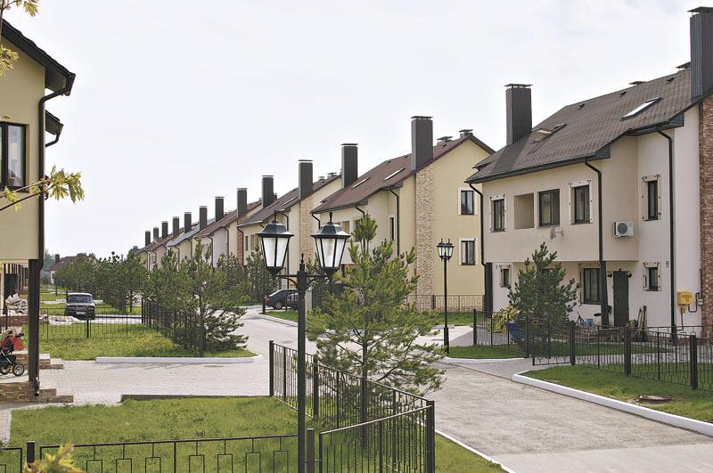 Миниатюра для: Малоэтажные жилые комплексы вместо индивидуальных коттеджей
