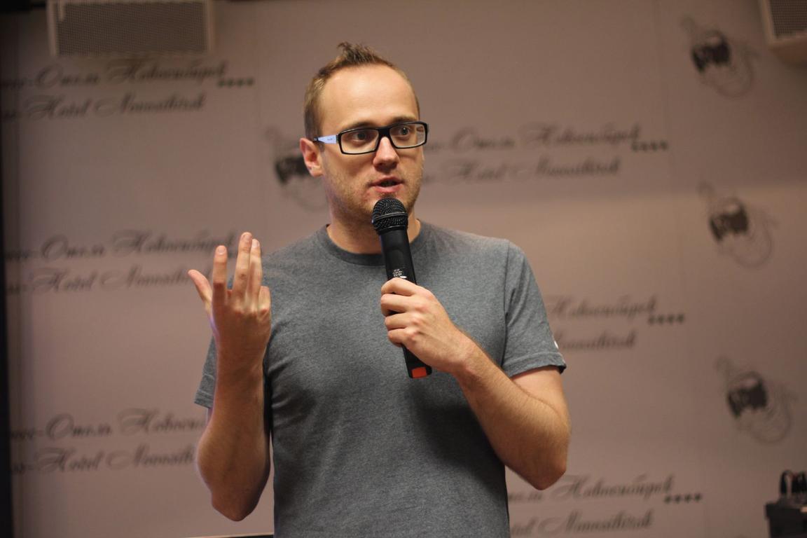 Ключевым спикером форума «Идея!» в этом году стал копирайтер агентства Weiden+Kennedy Amsterdam Евгений Примаченко