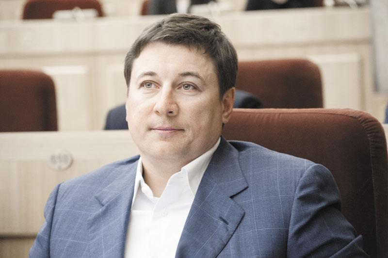 «Новосибирскавтодор» и «Сибмост» остались наиболее крупными подрядчиками по объемам заключенных контрактов. Кроме освоения новых объектов, компании вошли в Национальную ассоциацию инвесторов и операторов дорожной отрасли. На фото — председатель совета директоров «Новосибирскавтодора» Дмитрий Пингасов