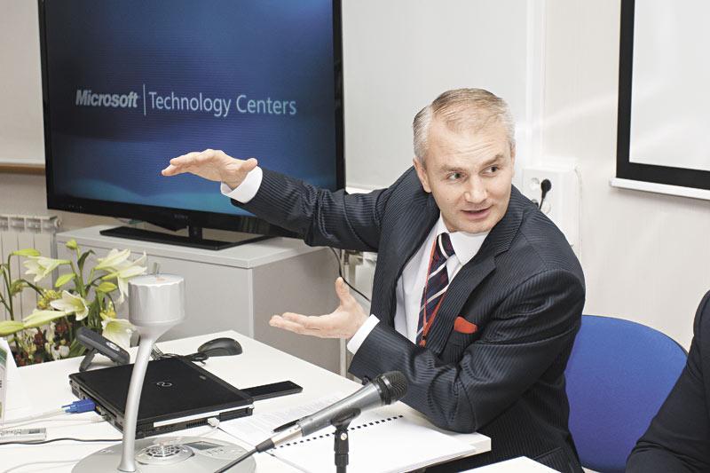 Корпоративная почта — самый простой способ работы с «облачными» технологиями. Сами клиенты на текущий момент хотели бы видеть в ней больший уровень локализации и техподдержки, наглядности и функциональности, удобного интерфейса. На фото — глава Microsoft в России Николай Прянишников