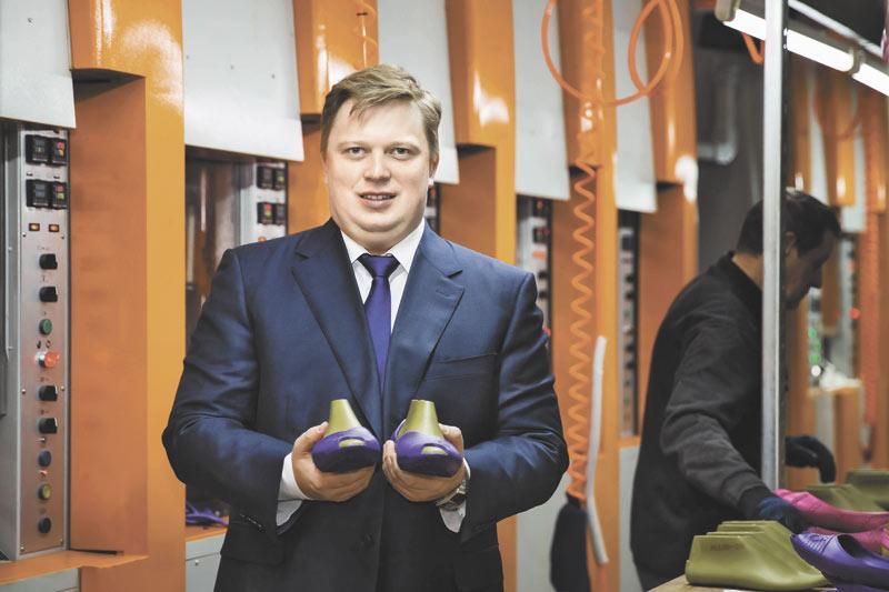 Антон Титов на обувной фабрике в Новосибирске