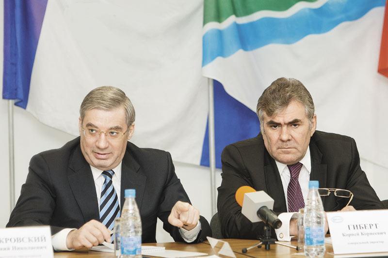 """В формировании своей команды Виктор Толоконский (на фото слева) пока опирается на красноярские кадры. Но есть немалая вероятность, что после выборов ее пополнят новосибирцы. В этом контексте называется имя бывшего главы """"Элсиба"""" Корнея Гиберта (на фото справа)"""